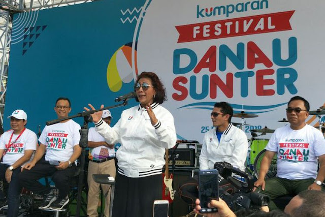 Menteri Kelautan dan Perikanan Susi Pudjiastuti memberikan sambutan di Festival Danau Sunter, Jakarta Utara