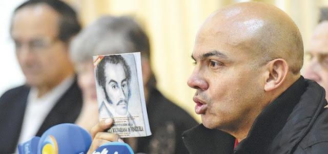 Declaración del Mayor General Cliver Alcalá a sus compañeros de armas y a la opinión pública