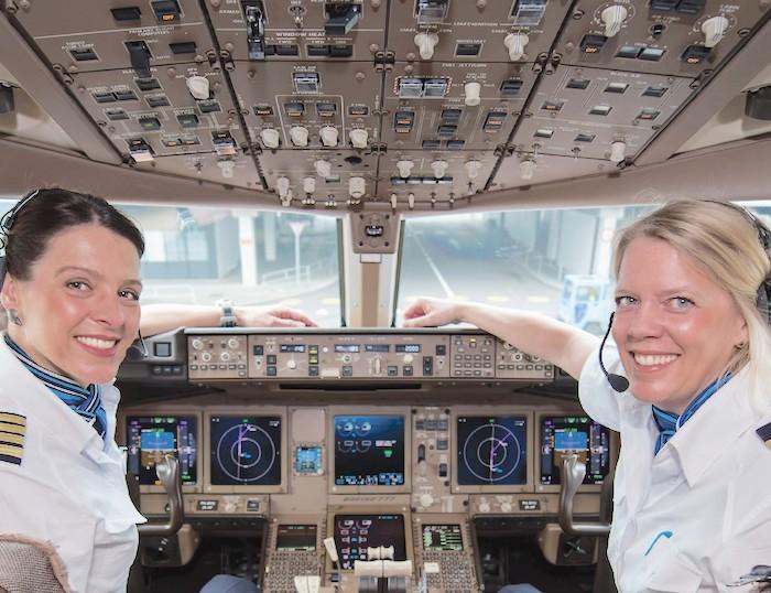 Dzień kobiet w Air France KLM, AIR FRANCE KLM, Linie lotnicze, Air France KLM pierwszeństwo w wejściu na pokład samolotów, pierwszeństwo w wejściu na pokład, Sky Priority, klasa biznes, karty lojalnościowe