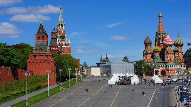 На фото - вид на Храм Василия Блаженного с моста