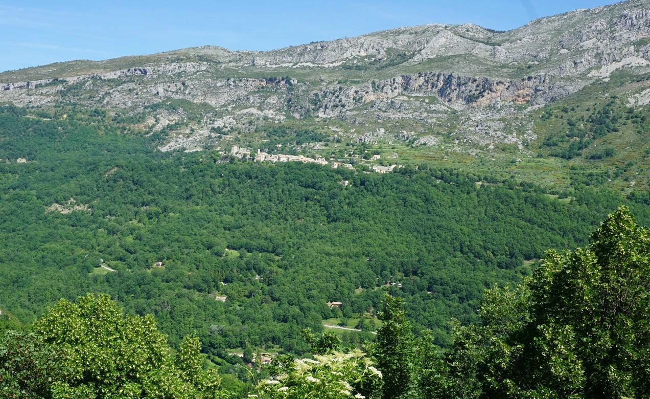 Gréolières seen from Cipières