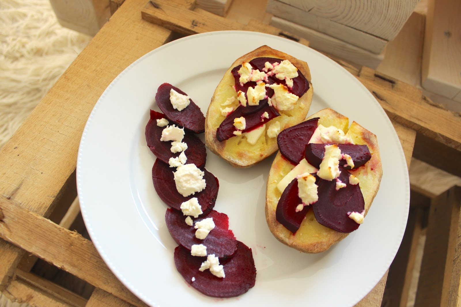 TheBlondeLion 2 recipe beet root goat cheese healthy sandwich double baked potato http://www.theblondelion.com/2015/04/food-2-delicious-beetroot-recipes.html