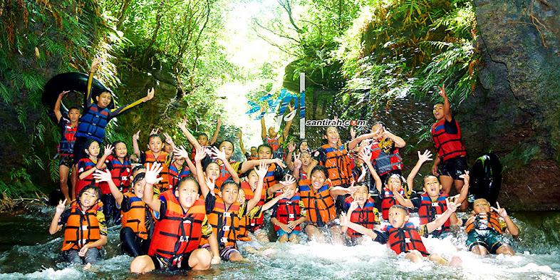aktivitas river tubing di sungai santirah