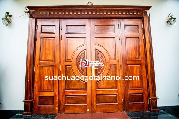 Thợ mộc sửa chữa cửa gỗ tại nhà Hà Nội