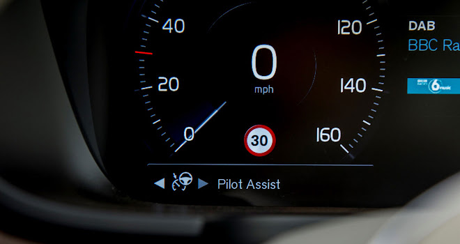 Volvo V90 Pilot Assist feature