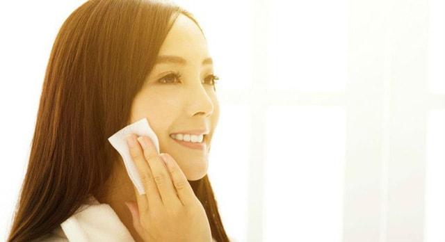 Để có làn da đẹp rực rỡ, mịn màng không tì vết hãy thực hiện 7 bước chăm sóc buổi sáng.