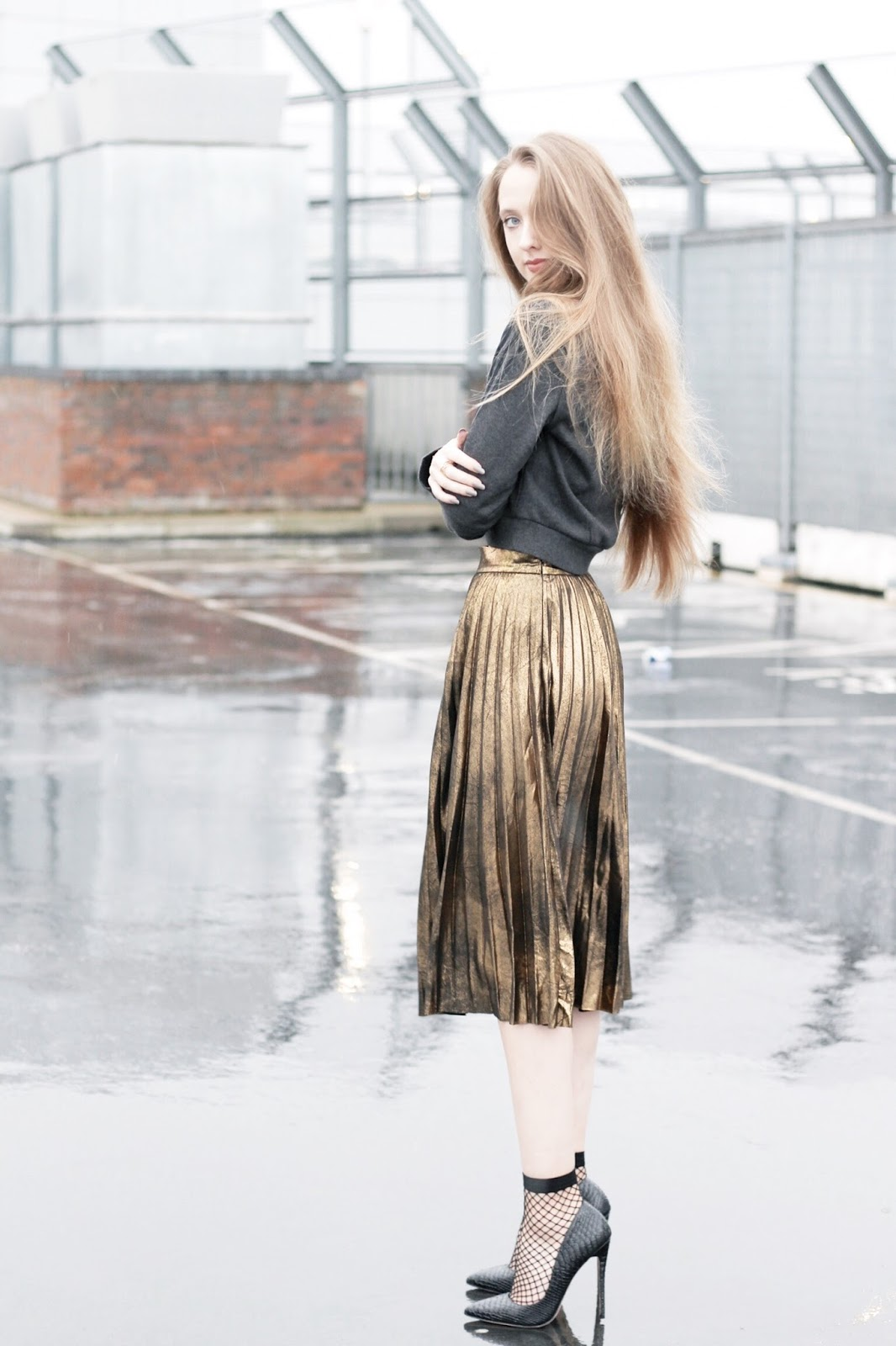 Styling a gold pleated midi skirt in winter