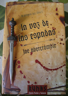 Portada del libro La voz de las espadas, de Joe Abercrombie