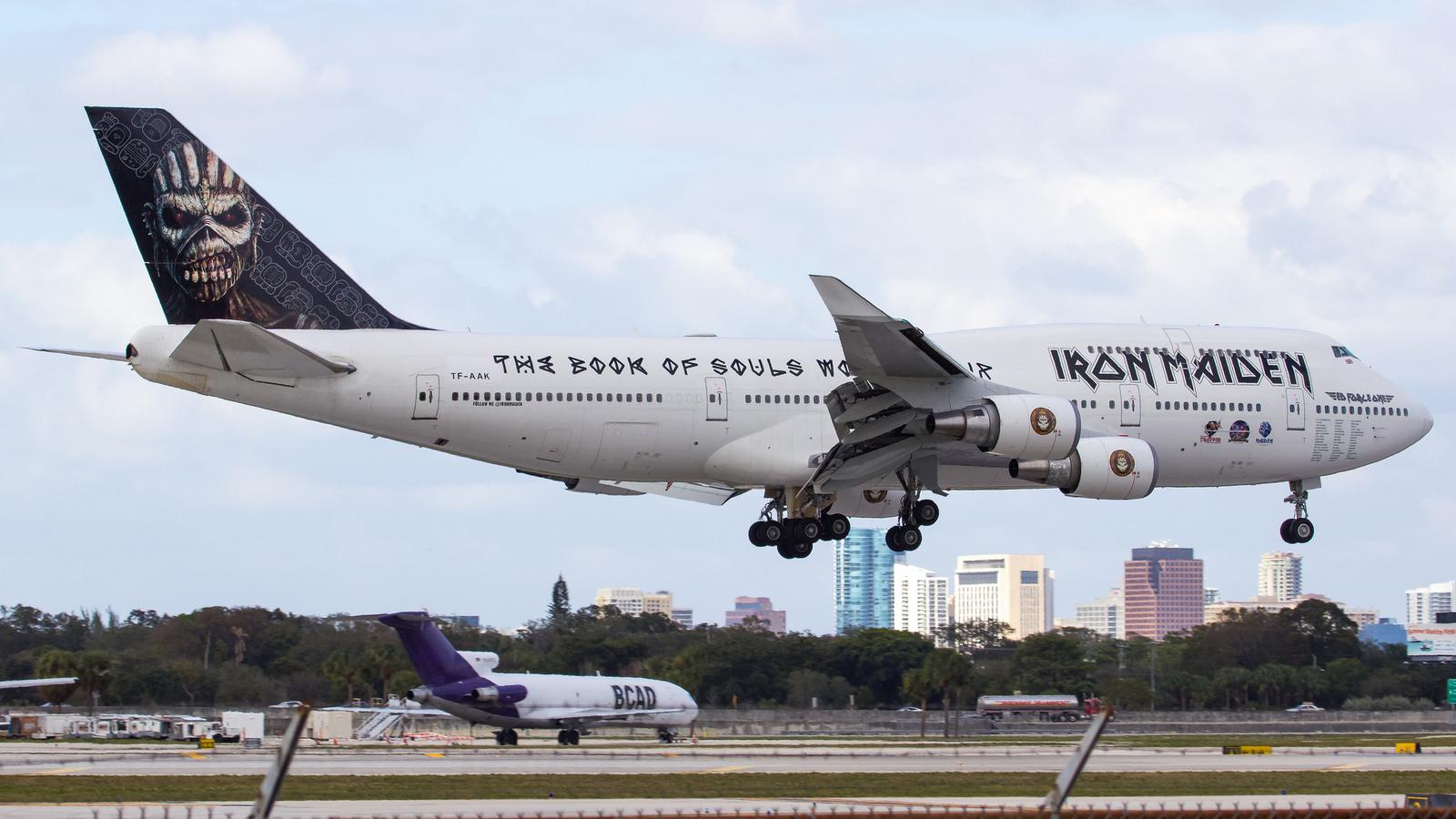Vídeos Mostram O Interior Do Avião Do Iron Maiden