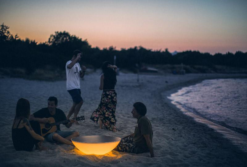 l'artista Gianluca Vassallo interpreta l'estate per Foscarini