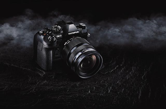 Fotografia promozionale della Olympus OM-D E-M1 Mark II