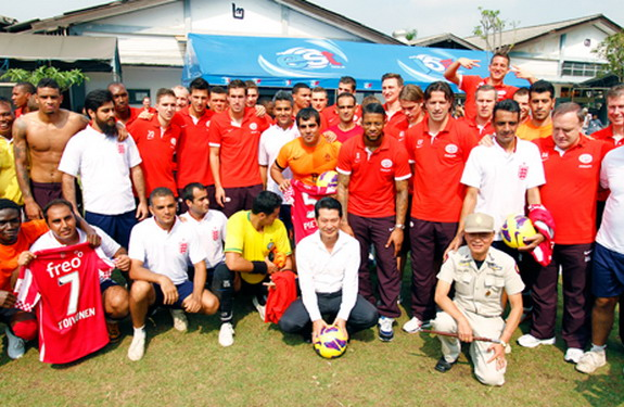 PSV Eindhoven players pose with the inmates at Klong Prem Central Prison