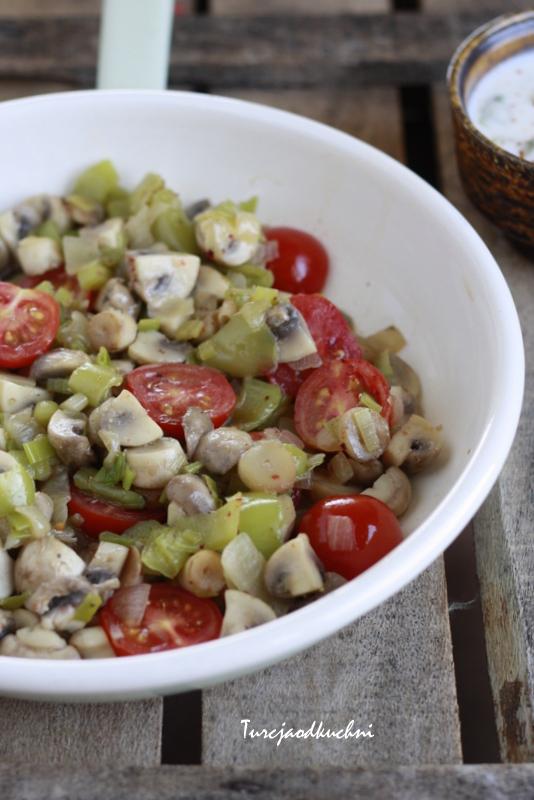 Pieczarki smażone z warzywami / Mantar sote