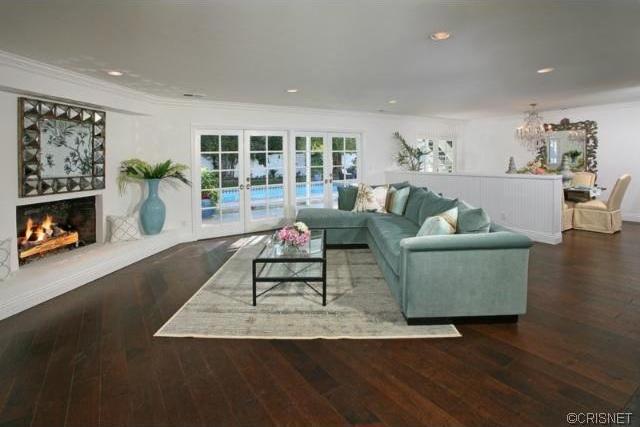 Living_room3 Alge Two Properties on