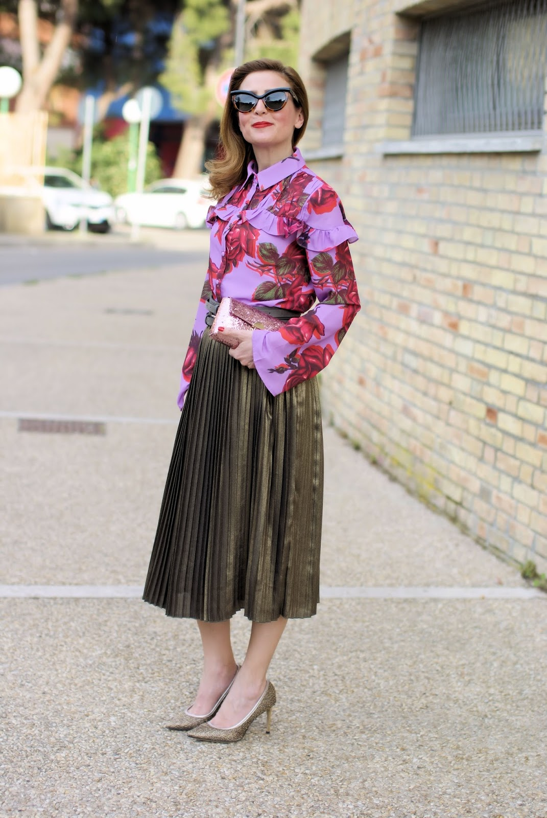 Golden pleated skirt: Spring daytime outfit with 1.2.3 Paris on Fashion and Cookies fashion blog, fashion blogger style