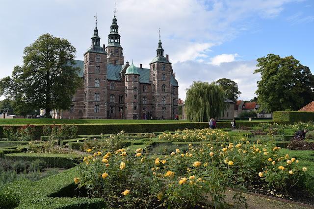 rosenborg castle gardens, copenhagen, Kongens Have, rose garden