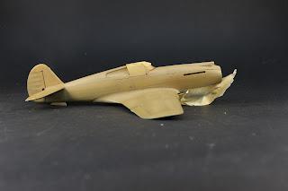 Réalisation du camouflage du Curtiss P-40B Warhawk d'Airfix au 1/48.