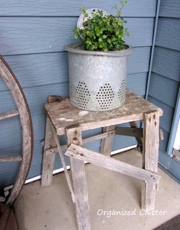 Junky Outdoor Table www.organizedclutterqueen.blogspot.com