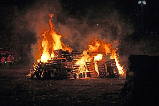 Bonfire_at_Scranton_Iron_Furnaces_Oct_18_2014