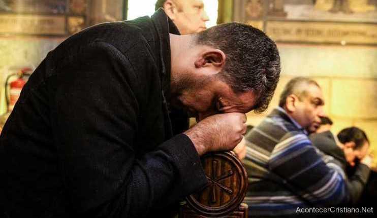 Cristiano egipcio en una iglesia