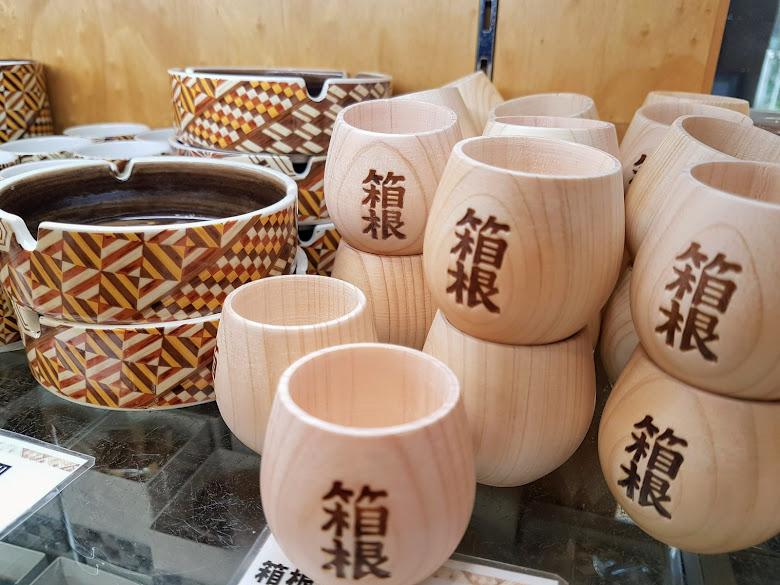 標示箱根的小木杯
