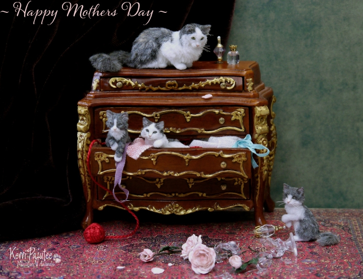 29-Mother-Cat-and-Kittens-Kerri-Pajutee-Miniature-Sculpture-that-look-Real-www-designstack-co