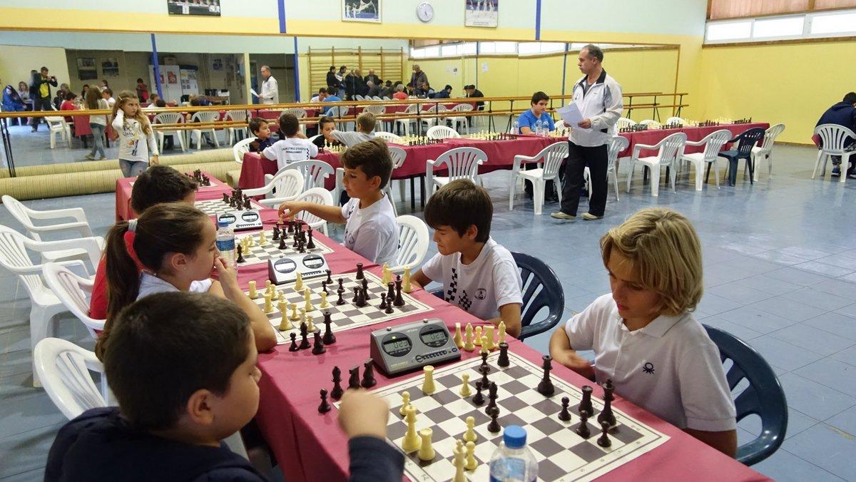 Αγώνες επίλυσης προβλημάτων σκακιού στο 2ο Δημοτικό Αργοστολίου (26.8.2017)