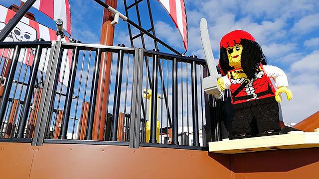 Bebês e crianças no Parque da Lego na Alemanha