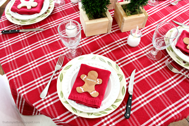 christmas table gingerbread men placecards