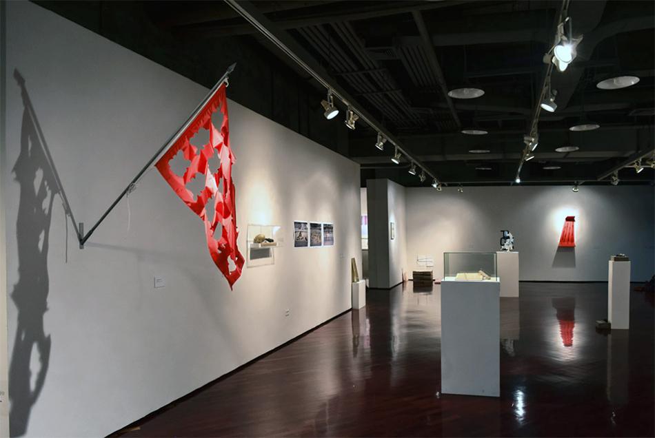 Bandera de Hotel Miramar en la exposición Disio. Nostalgia del futuro, Sala TAC