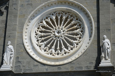 Rose window 14th C.San Lorenzo Church, Riomaggiore Cinque Terre