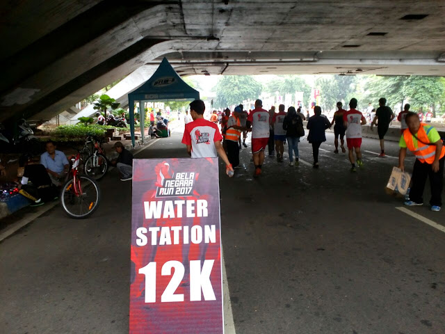 Papan penanda water station Bela Negara Run