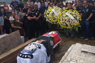 Delegado Marco Torres é enterrado