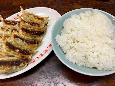 三軒茶屋にある東京餃子楼の餃子とライス