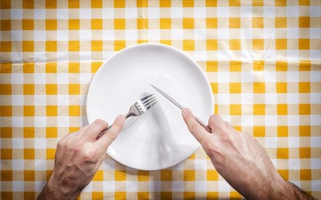 Έρευνα: Οι Έλληνες έκοψαν και το φαγητό - Μείωση 27% στην ετήσια κατανάλωση τροφίμων