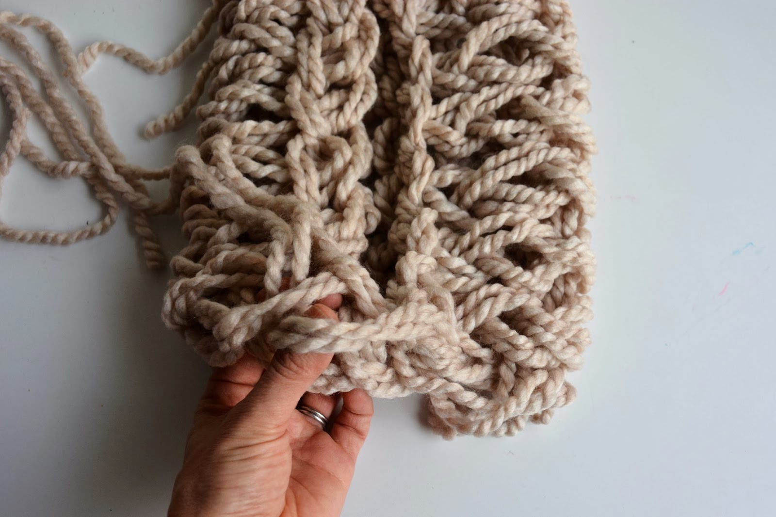 Aesthetic Nest: Knitting: Arm Knit Infinity Cowl (Tutorial)