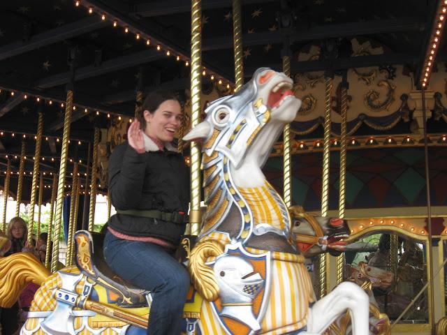 קרוסלת סוסים קלאסית בפארק דיסנילנד פריז