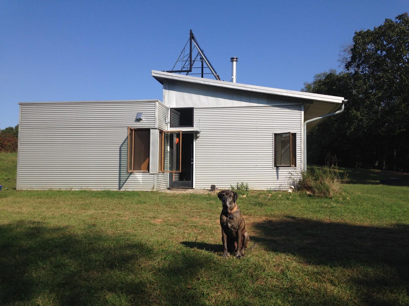 An Off Grid Modern Prefab House Thinks On Solar Farms