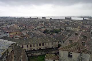 Vistas de intramuros desde las murallas de Aigües-Mortes.