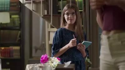Sofia (Valentina Vieira) planeja cada detalhe da despedida de Alberto (Antonio Fagundes) — Foto: TV Globo