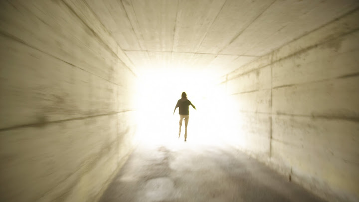 Luz dorada en el camino