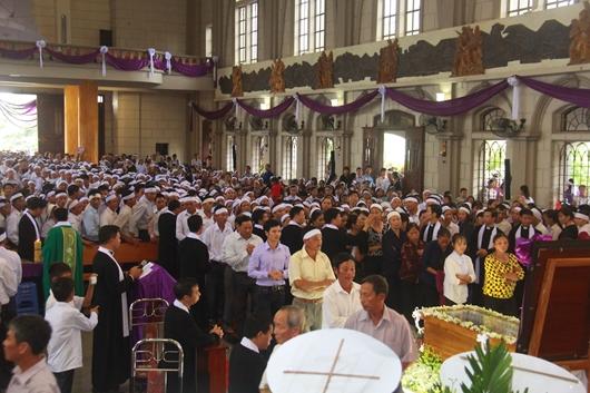 Ngày thứ Ba: Kính viếng và cầu nguyện cho Đức cha Phanxicô Xaviê Nguyễn Văn Sang - Ảnh minh hoạ 24