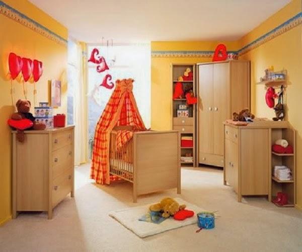 cuarto de bebé lleno de color