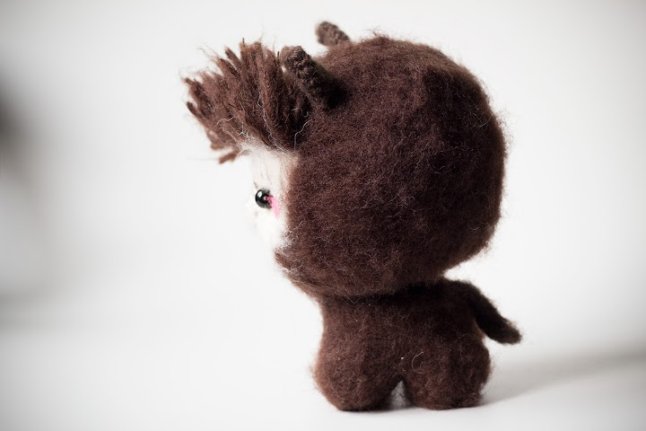 Side view of the amigurumi alpaca.