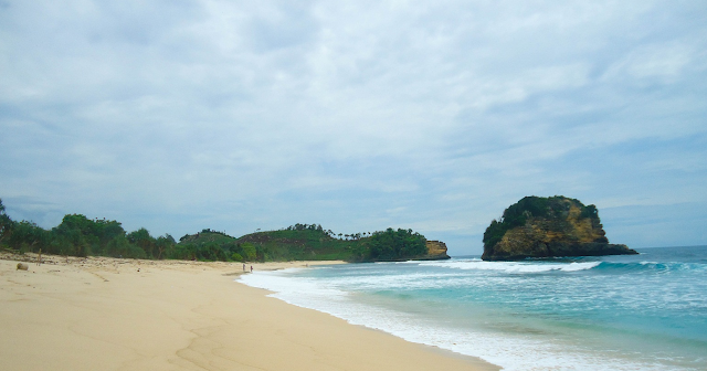 7 Pantai Indah Surga Tersembunyi di Malang