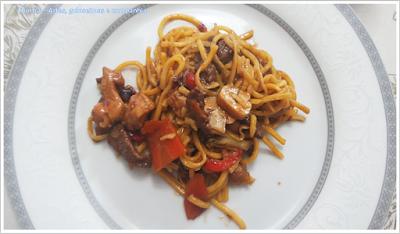 prato oriental; almoço chinês; prato único