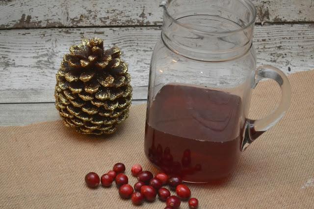 Crock Pot Cranberry Apple Cider, Cranberry Apple Cider, slow cooker cranberry apple cider, apple cider recipe, easy cider recipe, slow cooker apple cider recipes, crock pot apple cider, cranberry orange apple cider, hot cider recipe, holiday drinks, easy holiday drinks, hot holiday drinks, thanksgiving drink ideas, Christmas drink ideas.