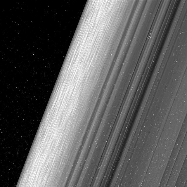 Hình ảnh vành đai B, vành đai nằm ở bên ngoài của Sao Thổ. Hình ảnh này chi tiết hơn gấp hai lần so với lần đầu tiên nó quan sát khu vực này. Hình ảnh: NASA/JPL-Caltech.