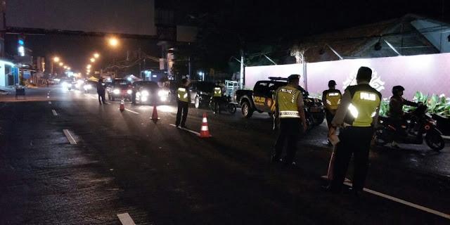 Gabungan Polisi dan TNI Gelar Razia Malam di Pusat Kota Karawang