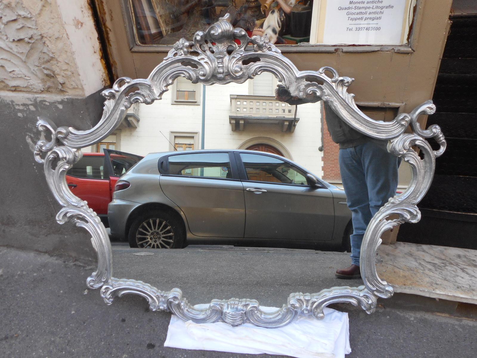 Stupendo grande specchio con cornice lignea color argento for Specchio barocco argento